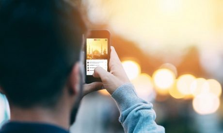Facebook zachęca streamerów do prowadzenia live w serwisie?