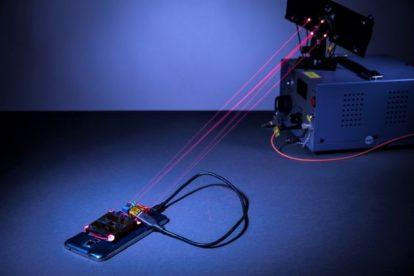 Ładowanie smartfona za pomocą laserów? To możliwe!