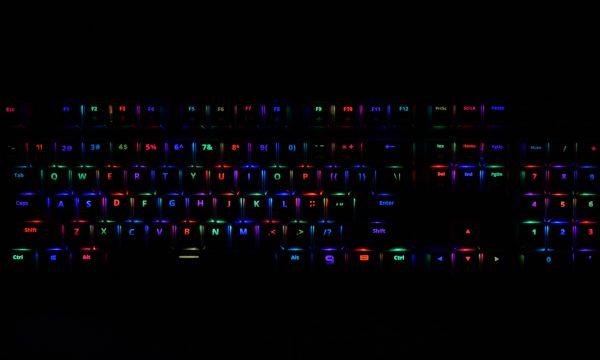 SPC-GEAR-GK550-OMNIS-podswietlenie2